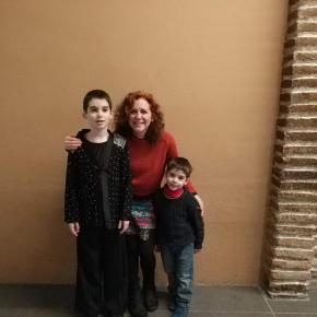 Tres nens de l'escola ballen en el vídeoclip de Dàmaris Gelabert «Mou elcos»